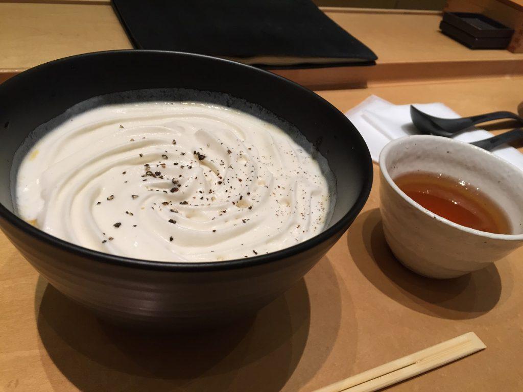 恵比寿【初代】超話題のお蕎麦屋さん!なんと『白いカレー○○○』