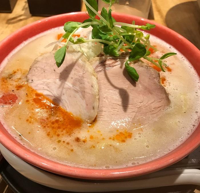 【大阪福島でクセになる絶品豚骨ラーメン】まんかい♪豚骨なのであっさり♪