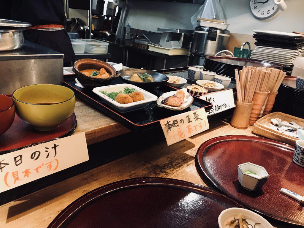 【蔵前がアツい!!】昭和感たっぷりのレトロなお店で健康的な玄米定食