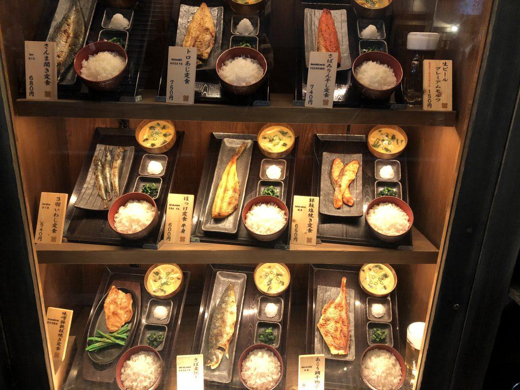 【田町にあるホッとする定食屋】昭和感あふれる暖かいご飯とお味噌汁、そして焼き魚