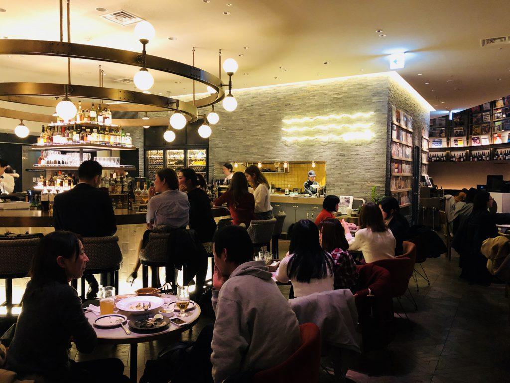 【渋谷のど真ん中にある穴場カフェ♪】WIRED TOKYO 1999はまるでハリーポッターの図書室に居るみたい!仕事にもデートにも最適な場所♪