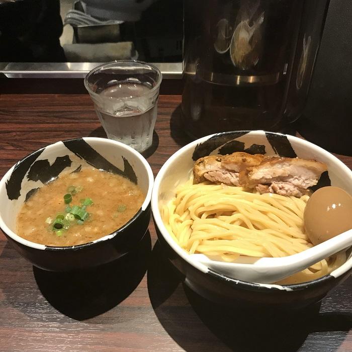 【麺屋武蔵武骨】御徒町で心震える!豚骨スープと特製チャーシューで至福の時間を