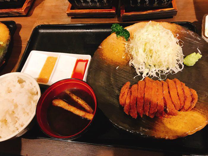 大阪梅田【牛かつ もと村】肉感たっぷり自分で焼ける牛かつはいかが