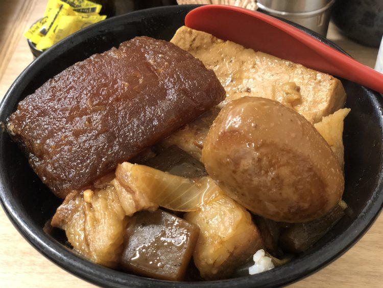【新宿 牛肉めし】早い!安い!がっつり!じっくり煮込んだ丼♪岡むら屋